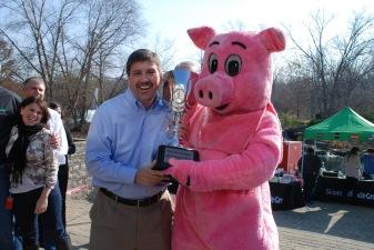 Scott Hendrick Winner of Kiss the Pig United Way 2012